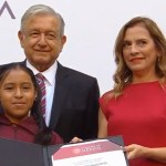 Foto: López Obrador, Beatriz Gutiérrez y alumna de Olimpiada del Conocimiento, 29 de agosto de 2019, Ciudad de México