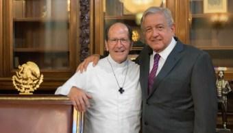 Foto AMLO se reúne con el padre Solalinde 6 agosto 2019