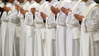 sacerdotes iglesia catolica
