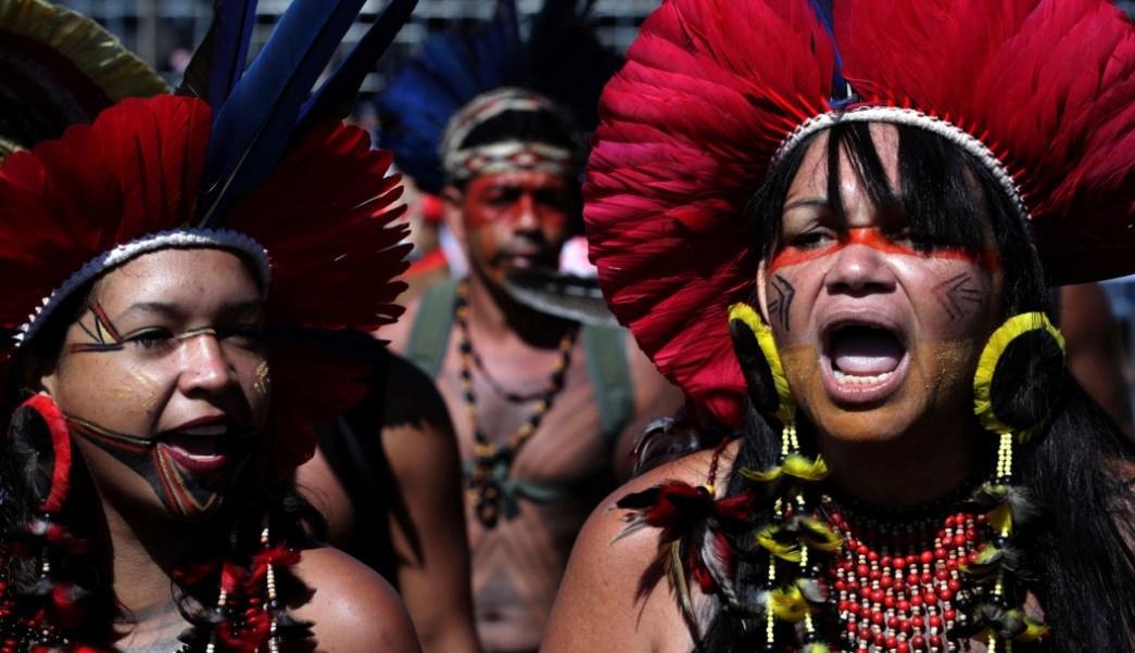 Resultado de imagen para marcha de las indigenas contra Bolsonaro