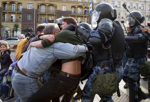 Foto: Al menos 600 personas fueron detenidas este sábado durante las protestas en Moscú, Rusia, 3 de agosto de 2019 (AP)