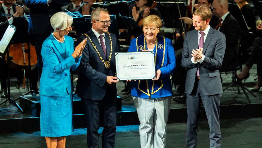 Foto: Merkel renunció el año pasado como líder del partido Unión Demócrata Cristiano (CDU). (AP)