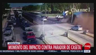 Así chocó un tráiler contra el parador de caseta en Veracruz