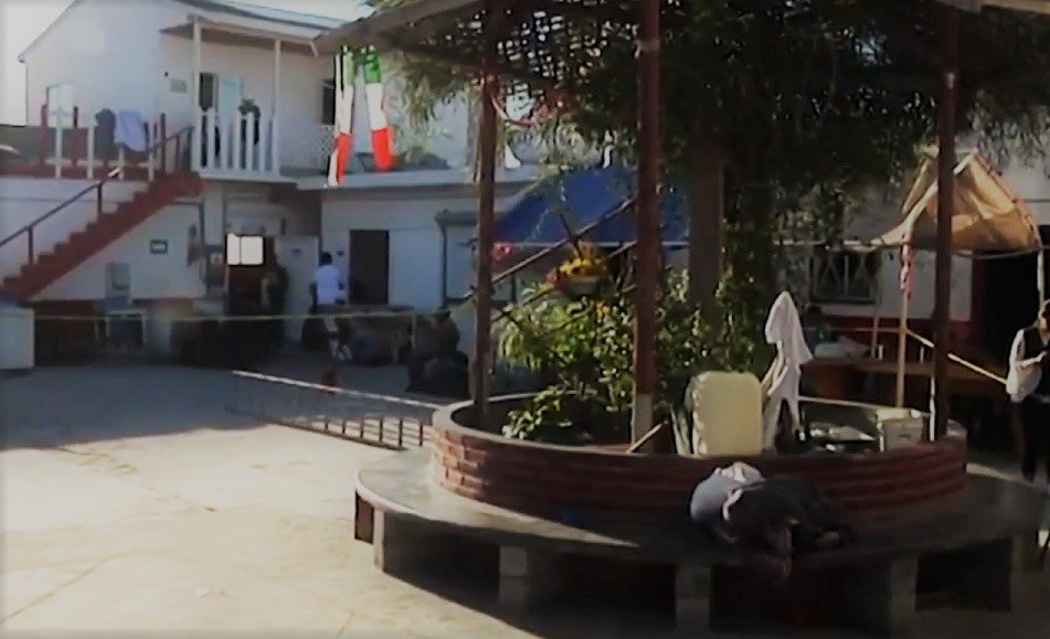 Denuncian a asilo de Tijuana que deja morir a los ancianos desnutridos y 'agusanados'