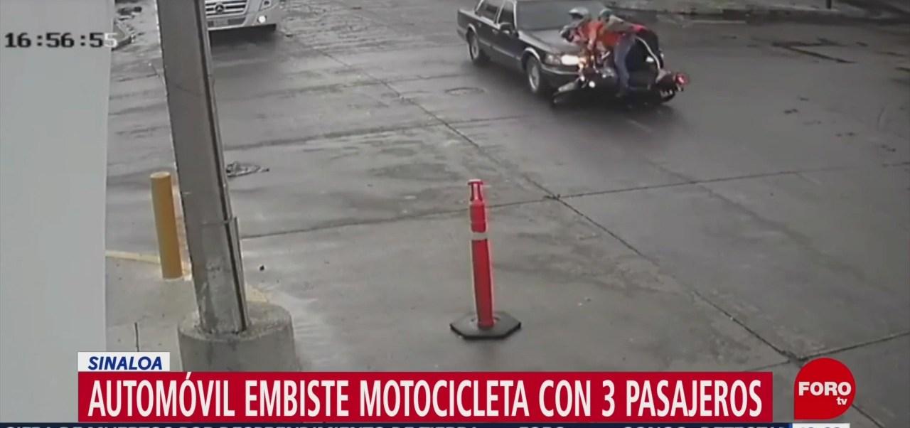FOTO: Automóvil embiste una motocicleta con una mujer embarazada niño