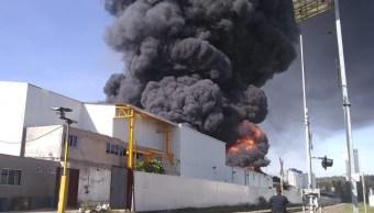 Foto Bomberos de Morelia, Michoacán, atienden incendio en fábrica 20 agosto 2019