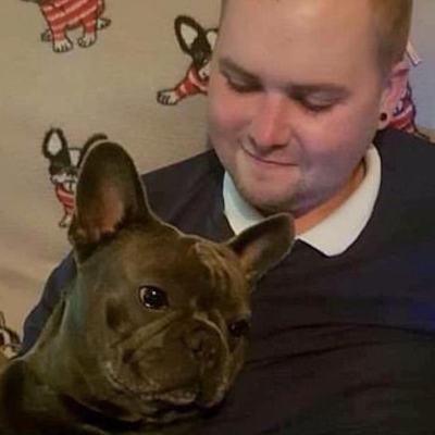 Joven pierde su batalla contra el cáncer y su perro muere 15 minutos después