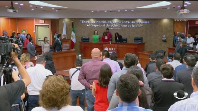 "Entre golpes y gritos de protesta, toman posesión agremiados a ""Ley Bonilla"""