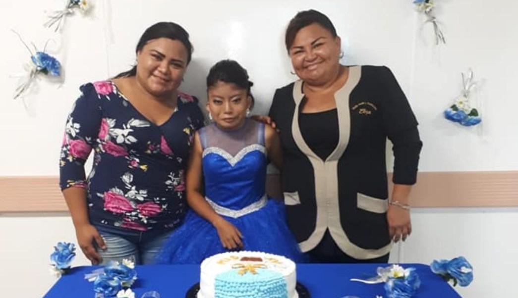 Foto: Celebra xv años en un hospital de Yucatán con médicos. 11 agosto 2019