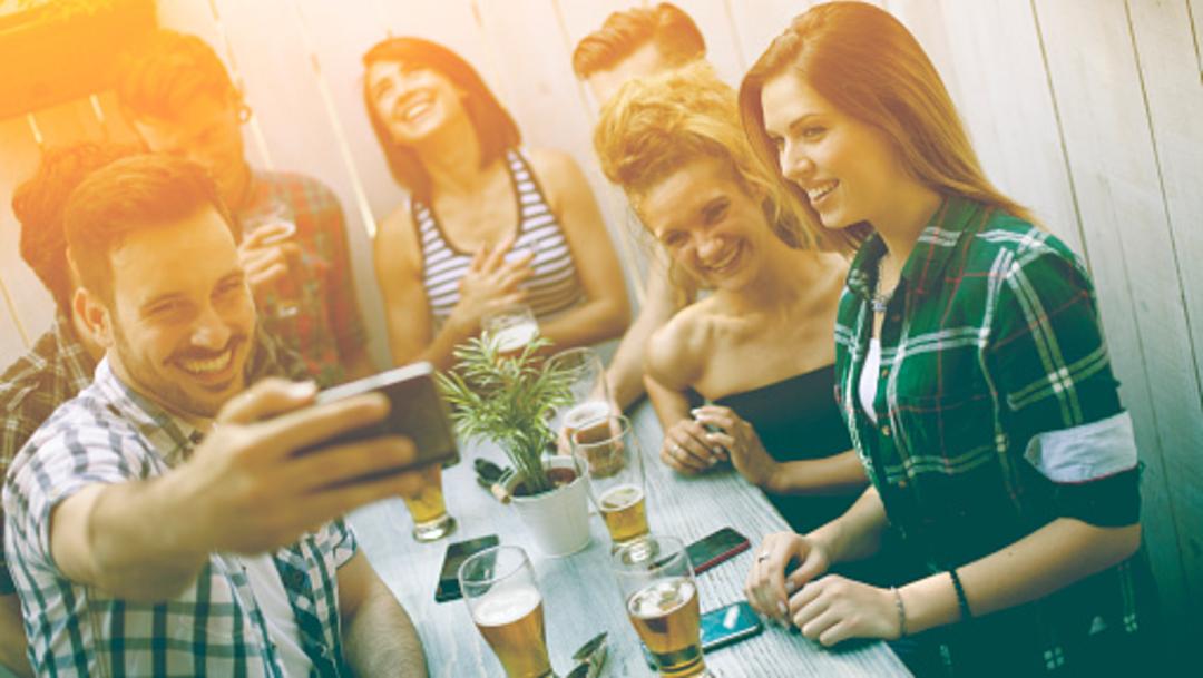 Imagen: El problema es que al salir de las chelerías se ha comprobado que el consumo sigue en las calles, en las casas, 19 de agosto de 2019 (Getty Images, archivo)
