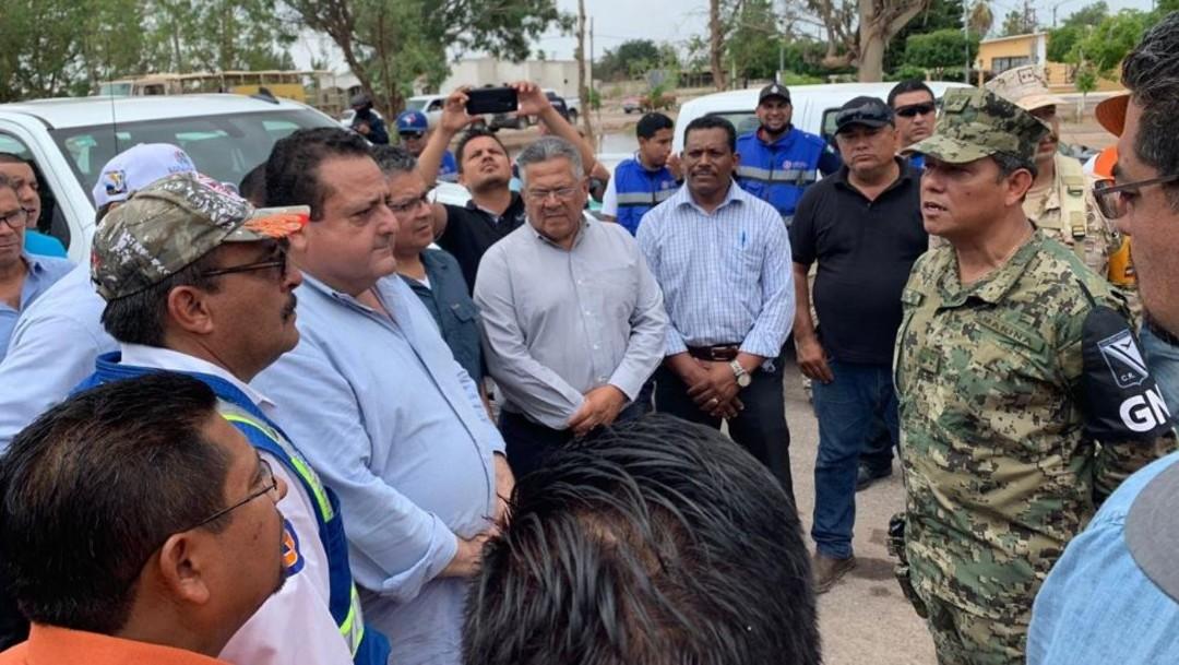 """Foto: Las autoridades de Baja California Sur se coordinan con el Ejército en apoyo de la población tras afectaciones por """"Ivo"""", el 24 de agosto de 2019 (Twitter @cmendozadavis)"""