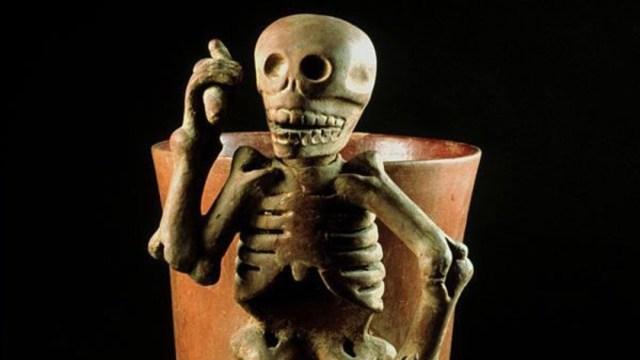 Foto: Recipiente de esqueleto de la cultura Mixteca, Zaachila, Oaxaca (900-1521 D.C.), 7 de agosto de 2019 (Twitter @Neomexicanismos)