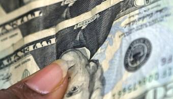FOTO Dólar abre con mínimo avance, se vende en 20.37 pesos (AP, archivo)