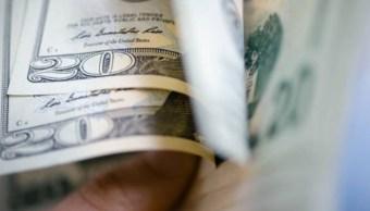 Dólar abre en 20.45 pesos en bancos de la CDMX.