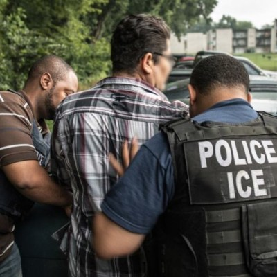 ICE detiene a 680 personas en redada antiinmigrantes en Mississippi