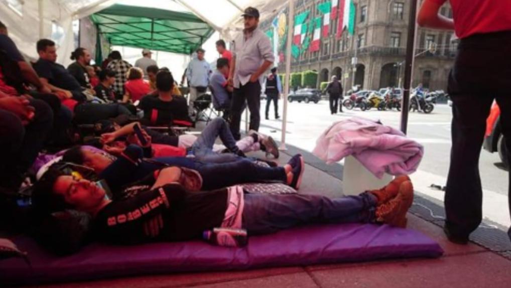 Foto: Bomberos de CDMX iniciaron una huelga de hambre, 22 de agosto 2019. (Twitter @RuidoEnLaRed)