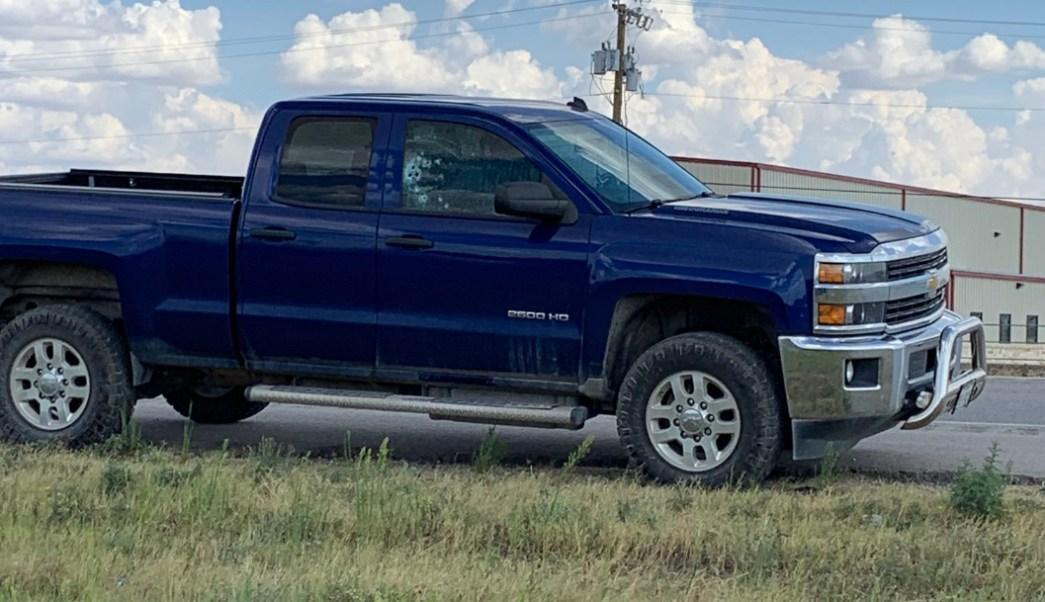 Foto: Los tiradores atacaron varios vehículos en la autopista, en Texas, 31 de agosto de 2019 (Twitter @ErnestVillanu13)