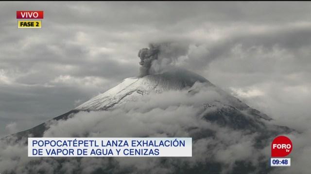 El Popocatépetl lanza cenizas y vapor de agua