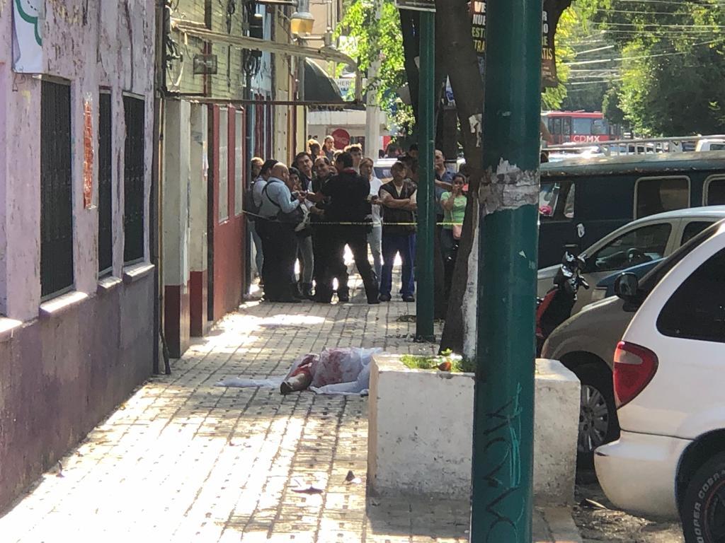 Foto: Un hombre quedó tirado en la calle tras el ataque. El 8 de agosto de 2019. Noticieros Televisa
