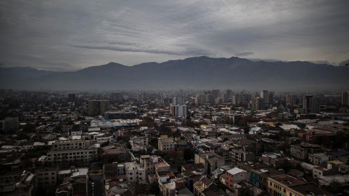 Foto: Imagen panorámica de la ciudad de Santiago de Chile, Chile. Getty Images/Archivo