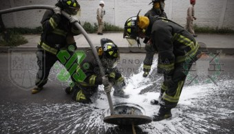Combustible asegurado en drenaje en Iztacalco.
