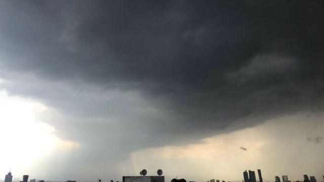 Foto: Lluvia en la Ciudad de México. Twitter@mmora01