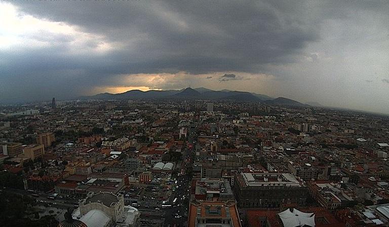 Foto: Lluvia en la zona norte de la Ciudad de México. Twitter/@webcamsdemexico