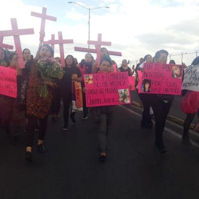 Marchan mujeres contra feminicidios en Ecatepec