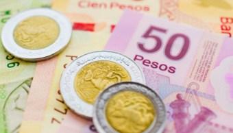 Foto: Monedas y billetes mexicanos. Getty Images/Archivo