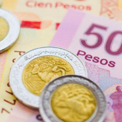 Guerra comercial EEUU-China pega en la Bolsa Mexicana; peso retrocede