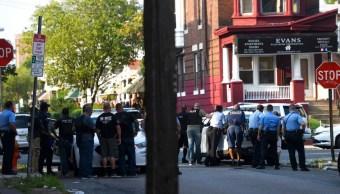Foto: Policías se congregan fuera de una residencia mientras responden a un tiroteo en Filadelfia, Pensilvania, EEUU. El 14 de agosto de 2019. Getty Images