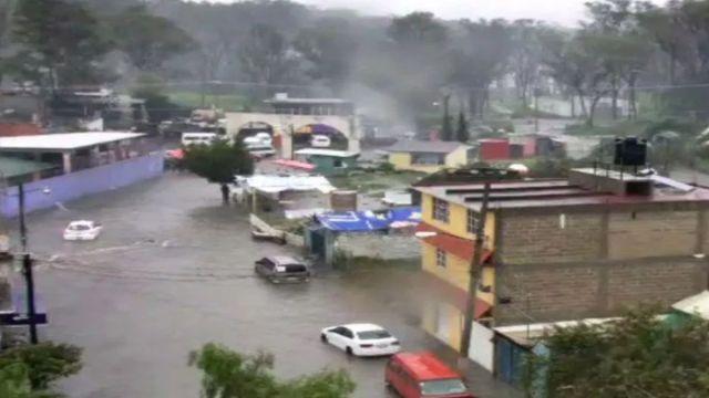 Foto: El agua cubrió casas y vehículos en el municipio de Nicolás Romero, Estado de México. Twitter/@SS_Edomex