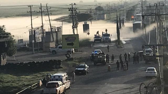 FOTO Controlan fuga de gas provocada por toma clandestina en Nextlalpan, Edomex (FOROtv)