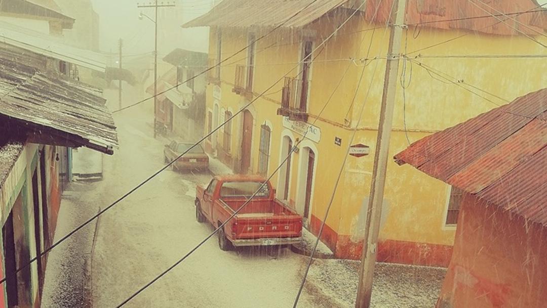 Foto: La lluvia con granizo se prolongó por 30 minutos y el hielo cubrió las calles de este municipio de la montaña, 13 de agosto de 2019 (Facebook Cervecería La Vizcaína)