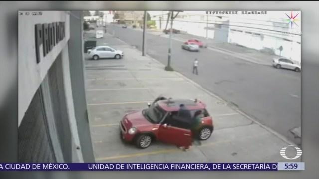 Hombres armados asaltan a mujeres afuera de oficina en Naucalpan