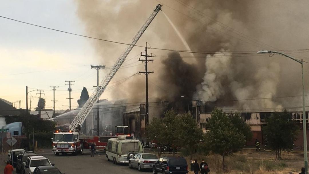 Foto: Se registra un incendio en un almacén ubicado en el barrio de Jingletown, Estados Unidos, 9 agosto 2'019