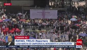 Foto: Llega marcha de campesinos al Monumento de la Revolución