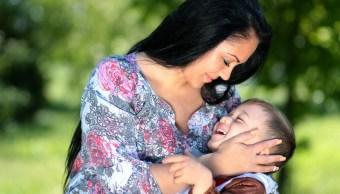 Foto:madre-tumor-testículos-hijo.22 agosto 2019