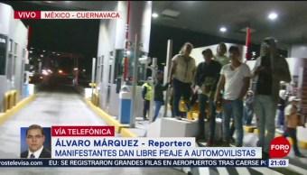 FOTO: Manifestantes dan paso libre a automovilistas en Autopista México-Cuernavaca, 17 Agosto 2019