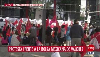 Manifestantes protestan en la Bolsa Mexicana de Valores en CDMX