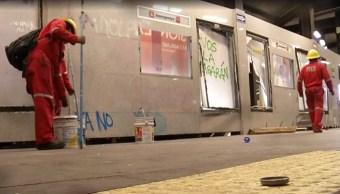 Foto: Desde la noche del viernes y la madrugada de este sábado iniciaron labores de limpieza tras protesta, 17 de agosto de 2019 (ForoTV)
