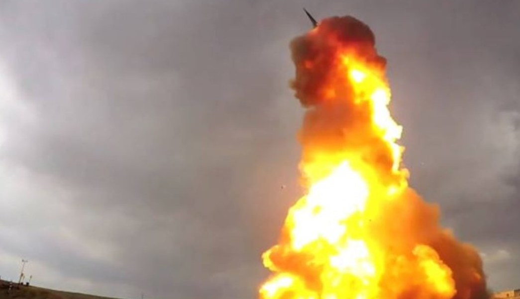 Irán advierte de consecuencias de la prueba de misil realizada por EEUU