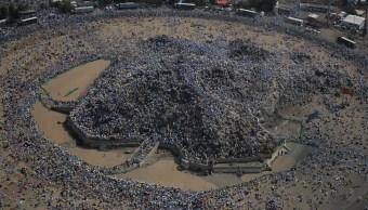Más de 2 millones de fieles suben al monte Arafat para el principal rito del 'hach'