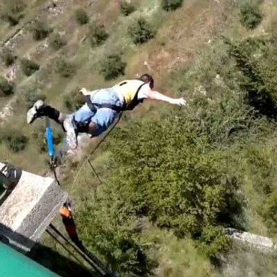 Muere youtuber español al intentar grabarse saltando en paracaídas