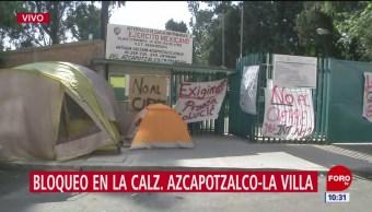 Padres de familia acampan frente a escuela que será cerrada en CDMX