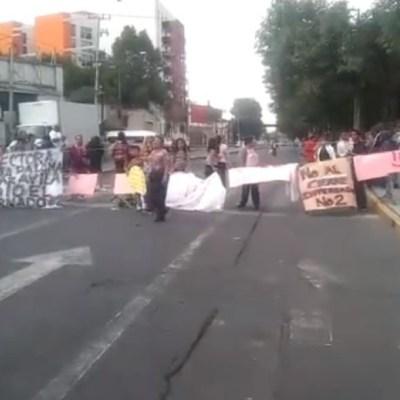 Padres de familia bloquean avenida Azcapotzalco-La Villa por cierre de escuela