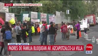 Padres de familia bloquean Avenida Azcapotzalco por cierre de escuela