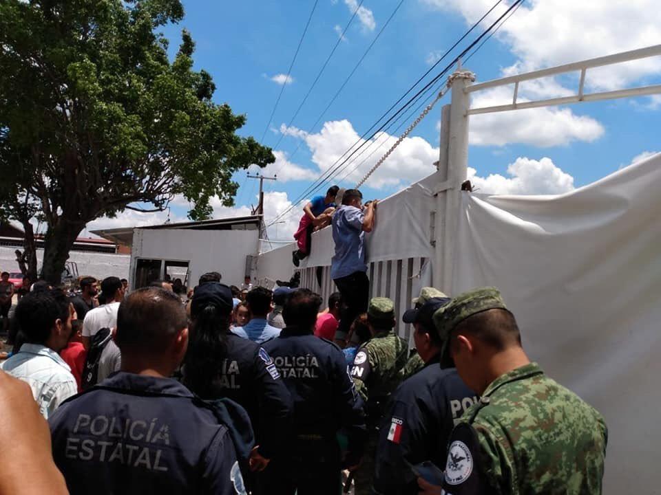 Foto: Los migrantes trataron de escapar, 18 de agosto 2019. (Noticieros Televisa)