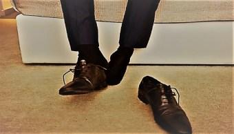 Entran a casa hasta 400 mil bacterias en las suelas de los zapatos: Estudio
