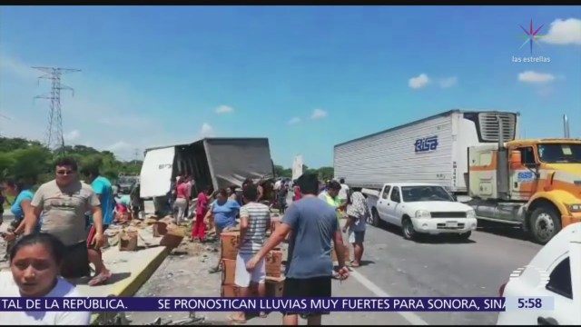 Rapiñan camión de cerveza en Koben, Campeche